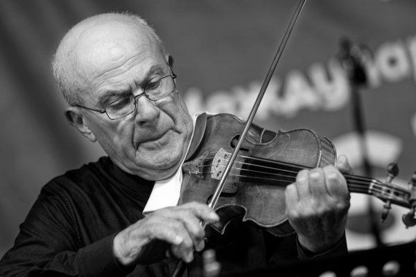 """Фото репортажът на Росен Донев от Концерта на """"Софийски солисти"""" с Минчо Минчев – цигулка и Джулио Бозети – обой под диригентството на Пламен Джуров"""