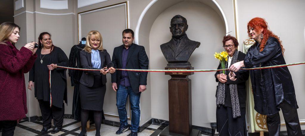 Бюст-паметник на Стоян Бъчваров