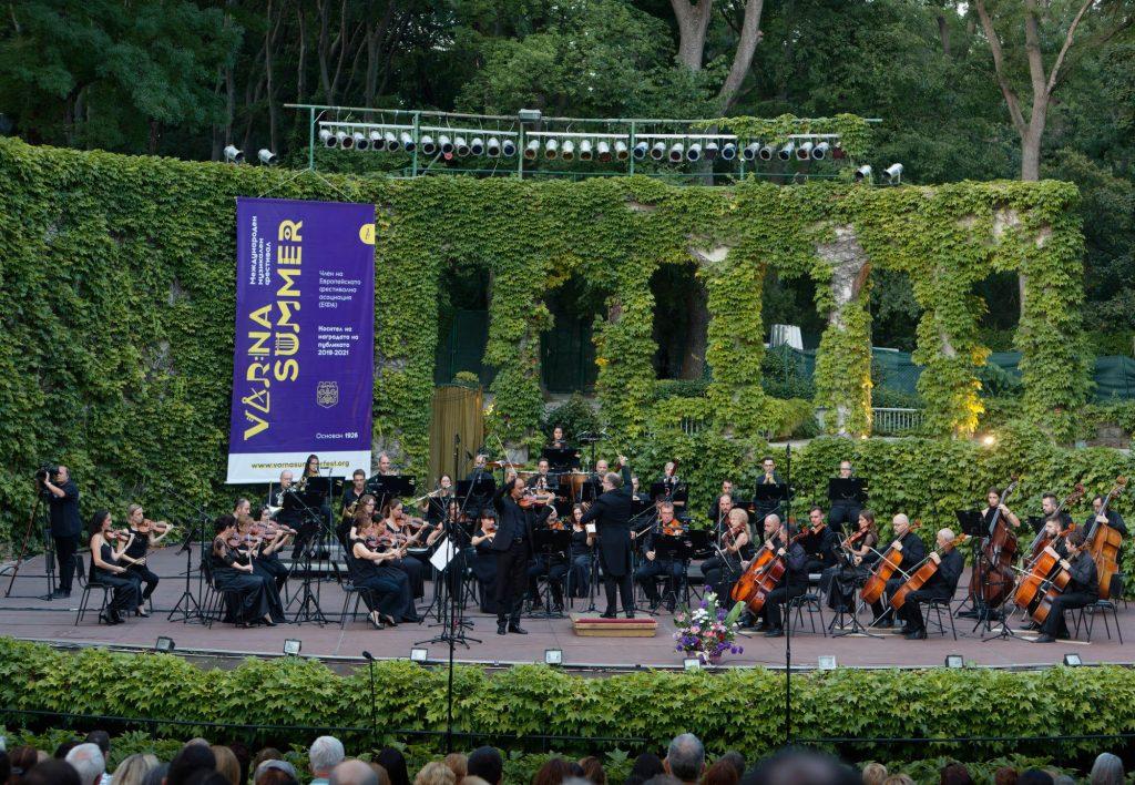 Марио Хосен и Софийската филхармония с диригент Найден Тодоров, снимка Росен Донев 2