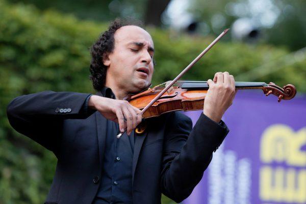Марио Хосен и Софийската филхармония вдигнаха на крака публиката в Летния театър