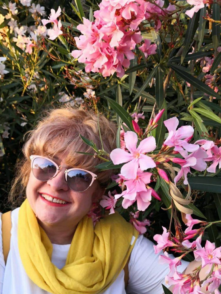 Вера Стойкова с цветя