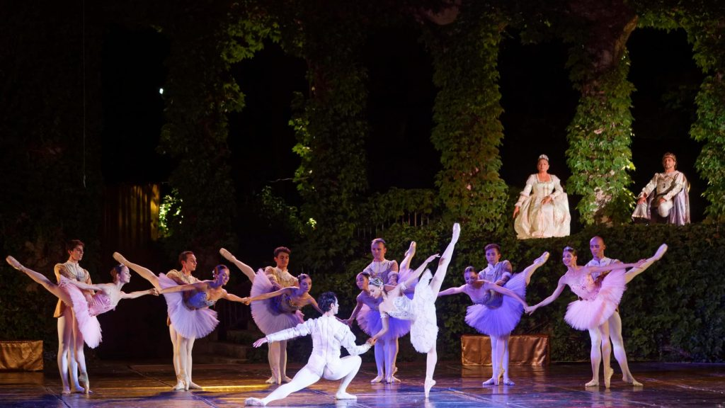 """Момент от балета """"Раймонда"""", Варна, Летен театър 4"""