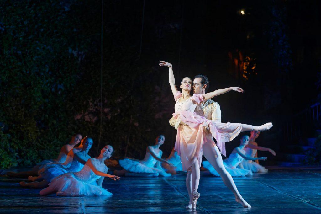 """Момент от балета """"Раймонда"""", Варна, Летен театър 2"""
