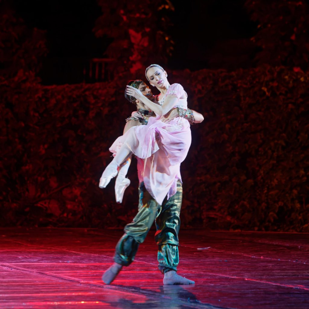 """Момент от балета """"Раймонда"""", Варна, Летен театър 3"""
