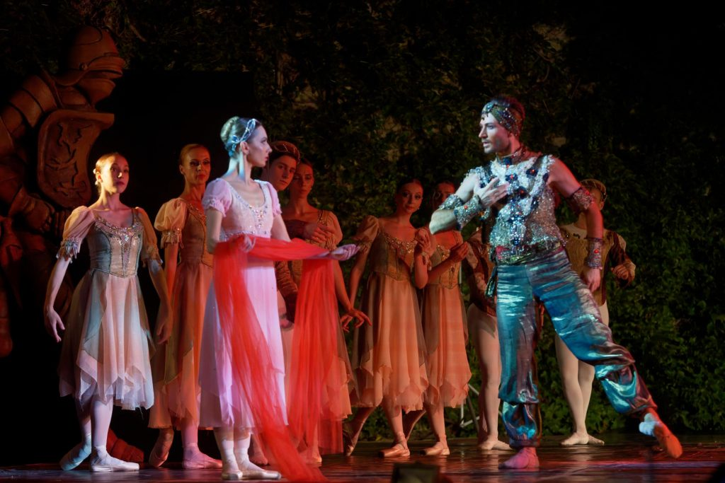 """Момент от балета """"Раймонда"""", Варна, Летен театър 1"""